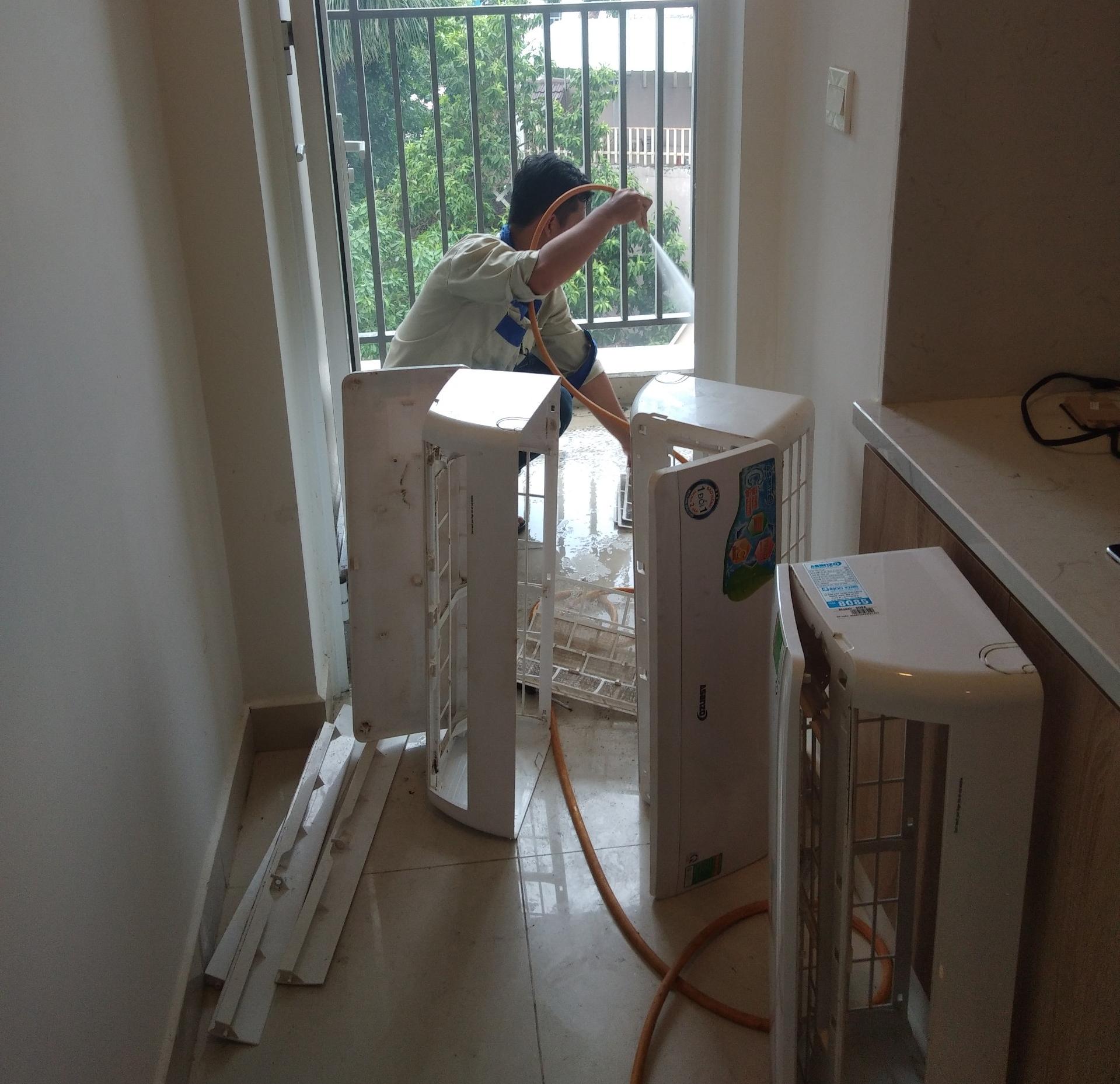 Vệ sinh máy lạnh treo tường
